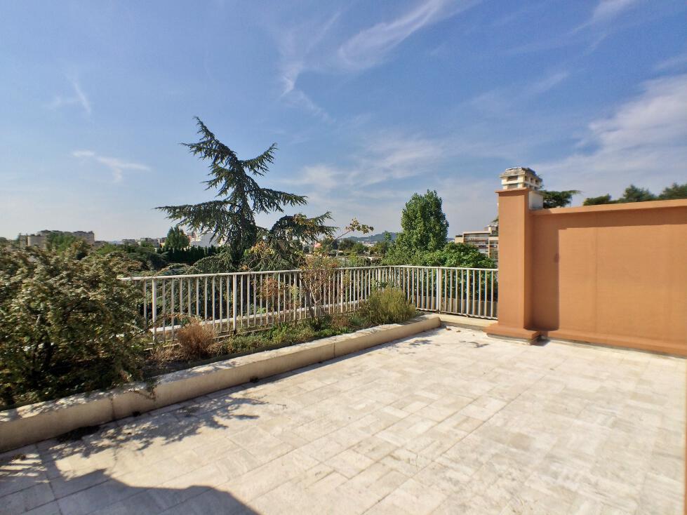 BoisSaint-James-–-Dernier-étage-terrasse-sur-jardins-–-92200-Neuilly-sur-Seine-29
