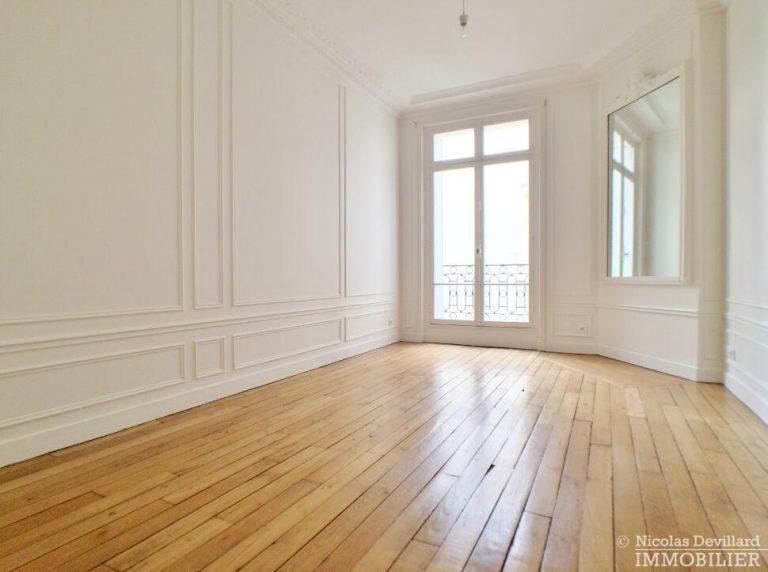 LévisMonceau-–-Classique-ensoleillé-sur-les-arbres-–-75017-Paris-36