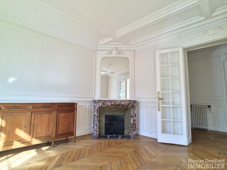 LévisMonceau-–-Classique-ensoleillé-sur-les-arbres-–-75017-Paris-43