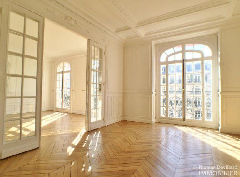 LévisMonceau-–-Classique-ensoleillé-sur-les-arbres-–-75017-Paris-45