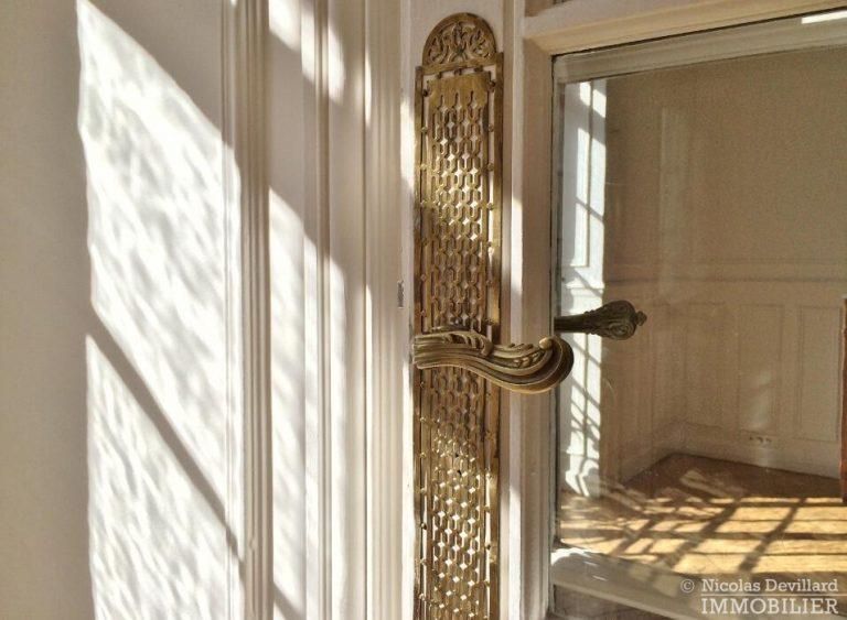LévisMonceau-–-Classique-ensoleillé-sur-les-arbres-–-75017-Paris-46