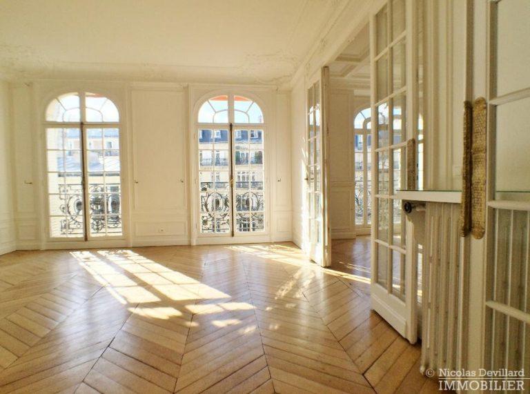 LévisMonceau-–-Classique-ensoleillé-sur-les-arbres-–-75017-Paris-50
