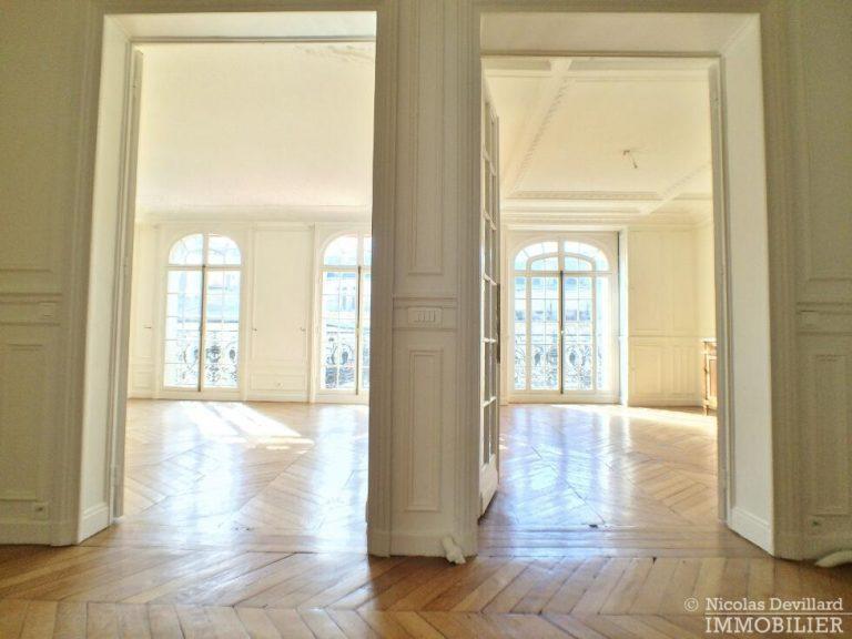LévisMonceau-–-Classique-ensoleillé-sur-les-arbres-–-75017-Paris-53