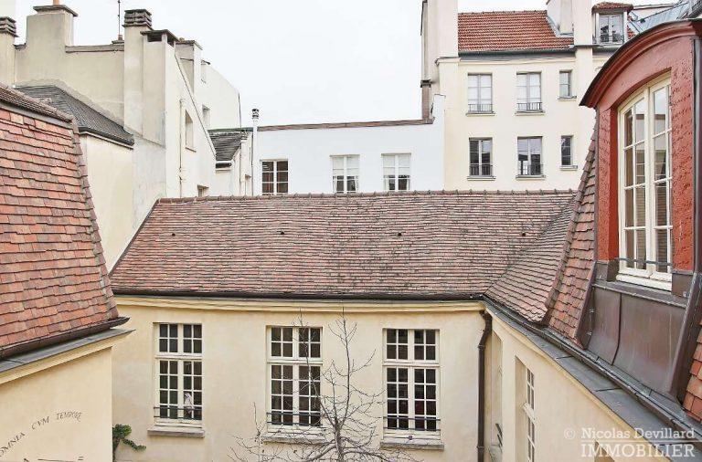 MaraisPlace-des-Vosges-–-Dernier-étage-dans-un-hôtel-particulier-–-75004-Paris-13