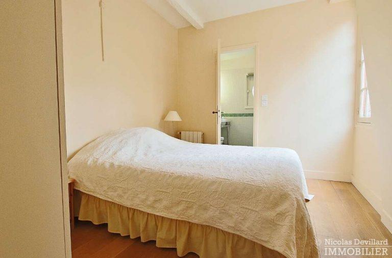 MaraisPlace-des-Vosges-–-Dernier-étage-dans-un-hôtel-particulier-–-75004-Paris-15