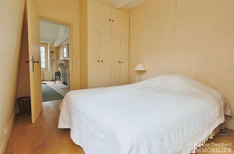 MaraisPlace-des-Vosges-–-Dernier-étage-dans-un-hôtel-particulier-–-75004-Paris-16