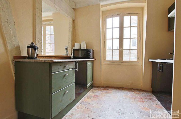 MaraisPlace-des-Vosges-–-Dernier-étage-dans-un-hôtel-particulier-–-75004-Paris-3