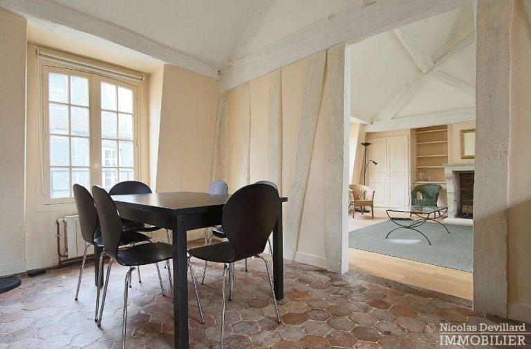 MaraisPlace-des-Vosges-–-Dernier-étage-dans-un-hôtel-particulier-–-75004-Paris-4