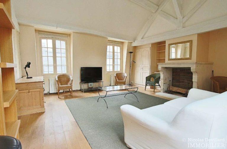 MaraisPlace-des-Vosges-–-Dernier-étage-dans-un-hôtel-particulier-–-75004-Paris-7