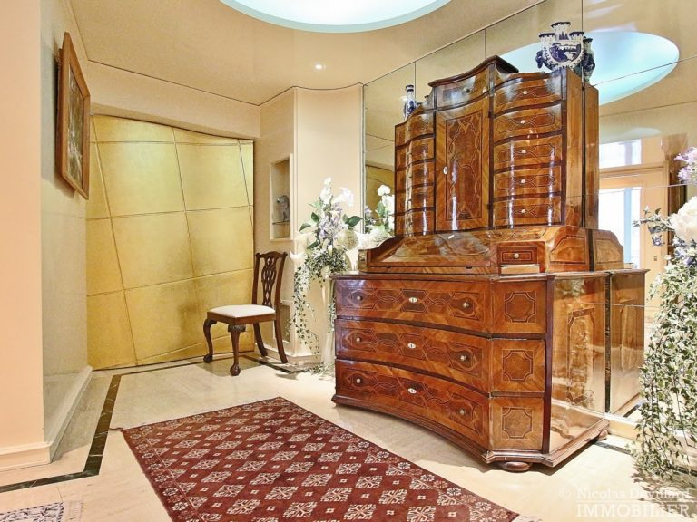 Place-d'Iéna-–-Grande-réception-2-suites-et-vue-–-75116-Paris-13