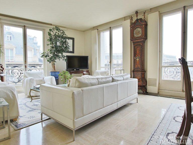 Place-d'Iéna-–-Grande-réception-2-suites-et-vue-–-75116-Paris-9