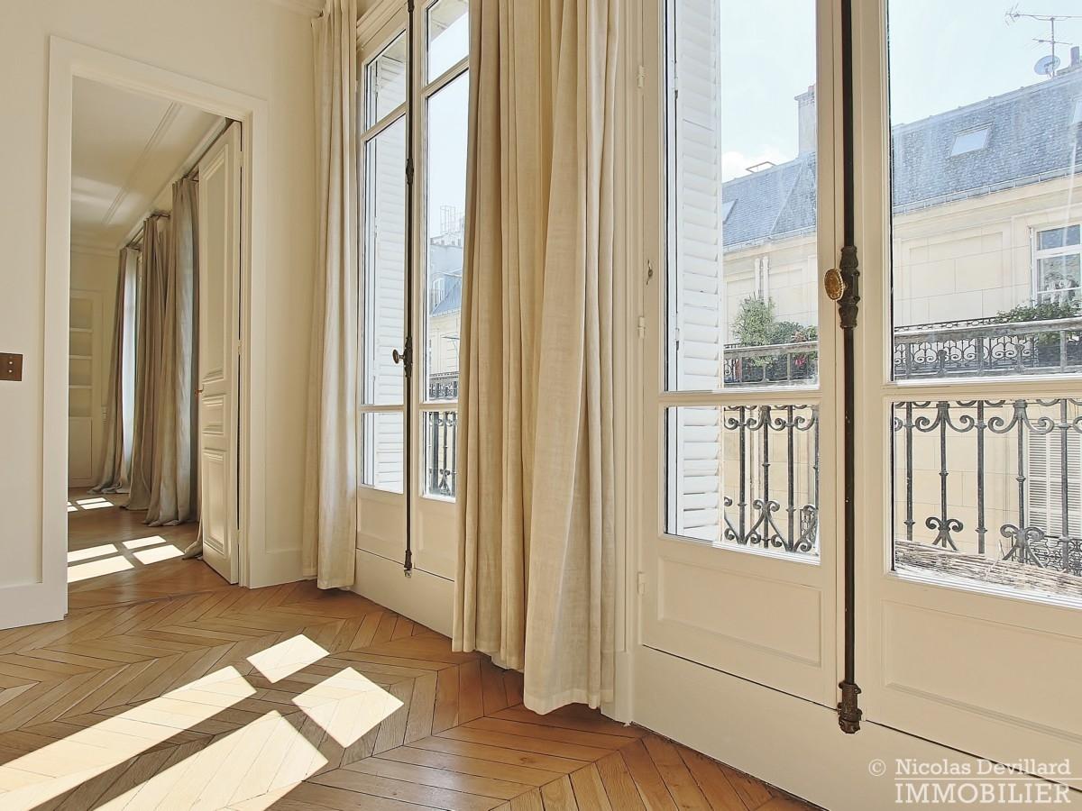 Place-des-Etats-Unis-–-Grands-volumes-calme-et-ensoleillé-–-75116-Paris-37