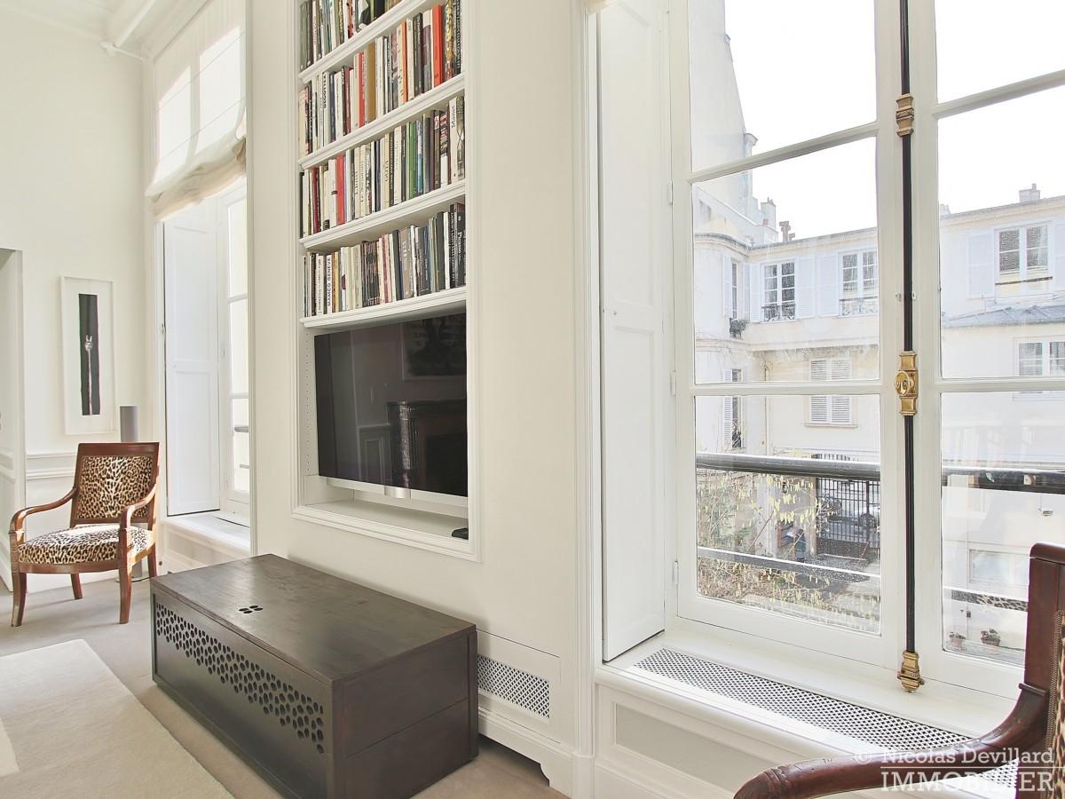 Place-des-VosgesTurenne-–-Somptueux-appartement-de-réception-au-calme-–-75003-Paris-16
