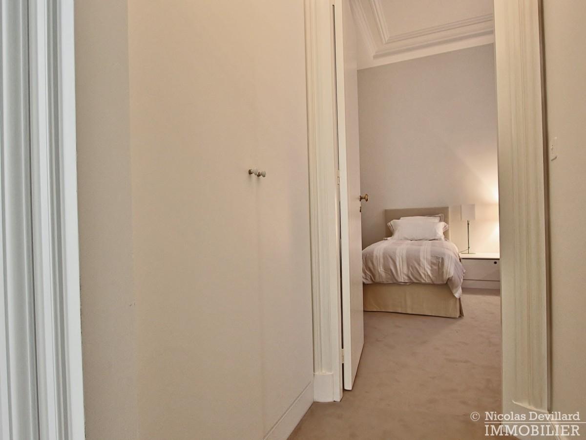 Place-des-VosgesTurenne-–-Somptueux-appartement-de-réception-au-calme-–-75003-Paris-20