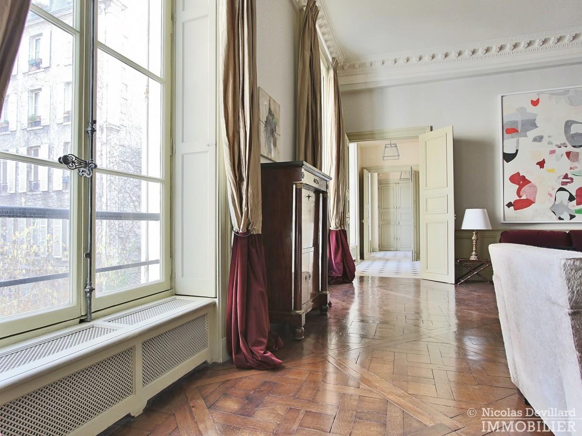 Place-des-VosgesTurenne-–-Somptueux-appartement-de-réception-au-calme-–-75003-Paris-26