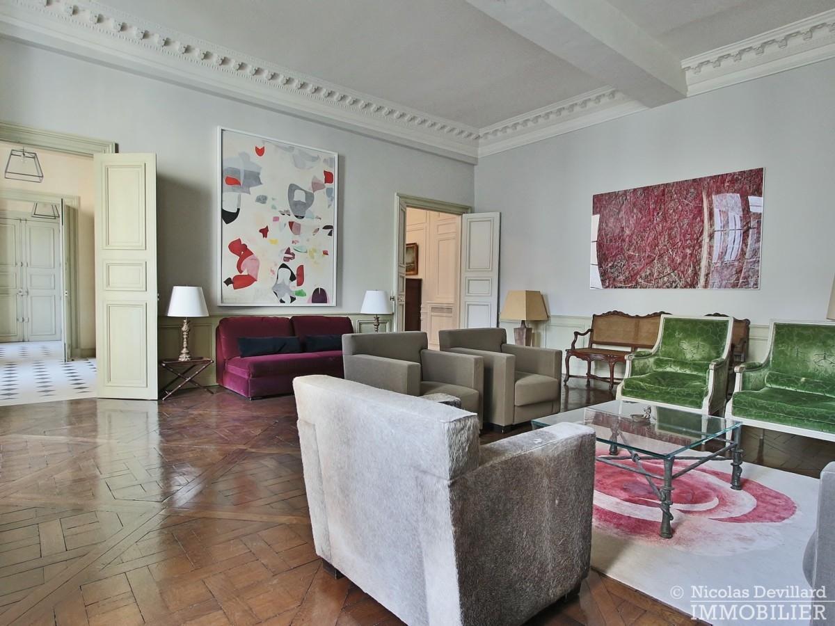Place-des-VosgesTurenne-–-Somptueux-appartement-de-réception-au-calme-–-75003-Paris-31