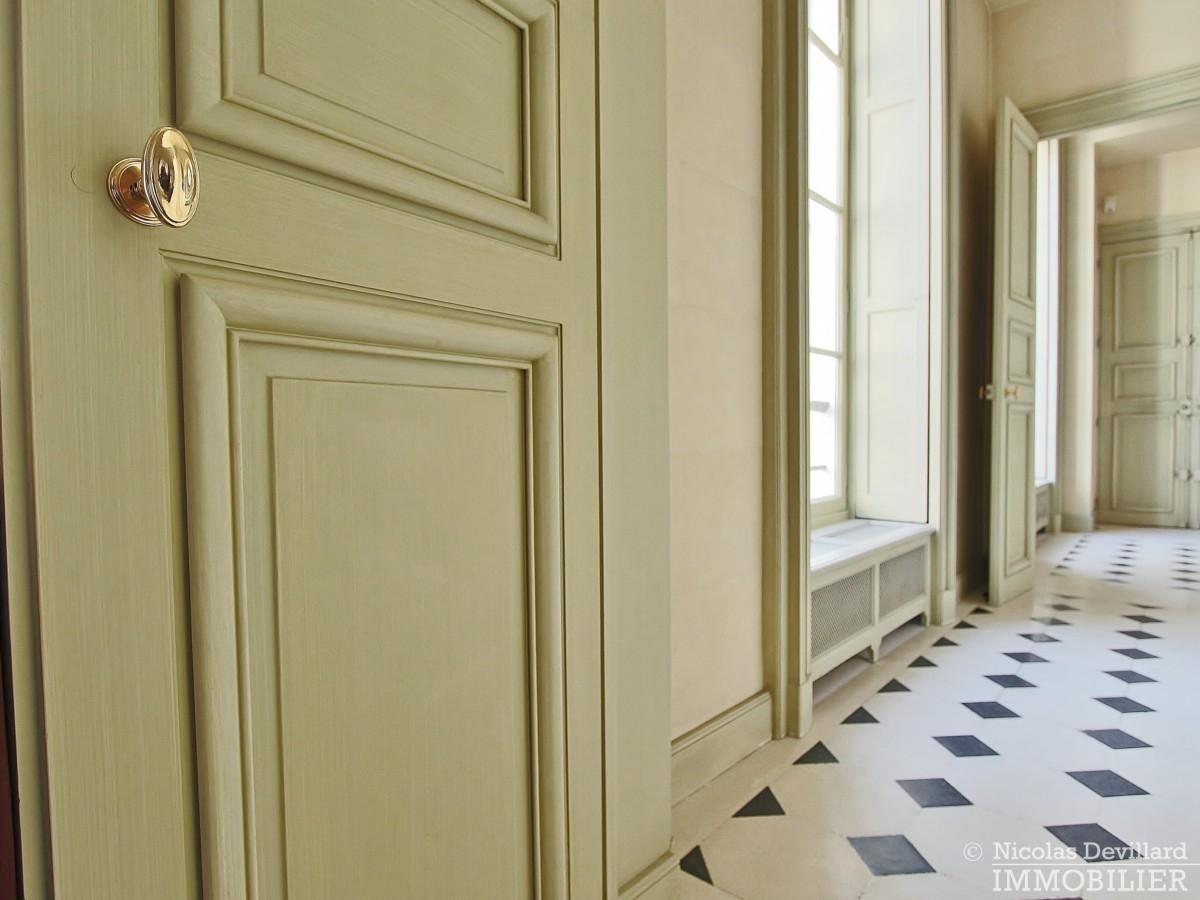 Place-des-VosgesTurenne-–-Somptueux-appartement-de-réception-au-calme-–-75003-Paris-36