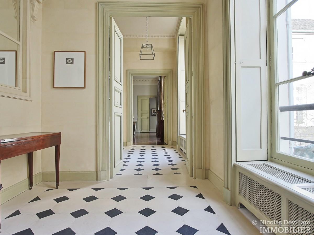 Place-des-VosgesTurenne-–-Somptueux-appartement-de-réception-au-calme-–-75003-Paris-38