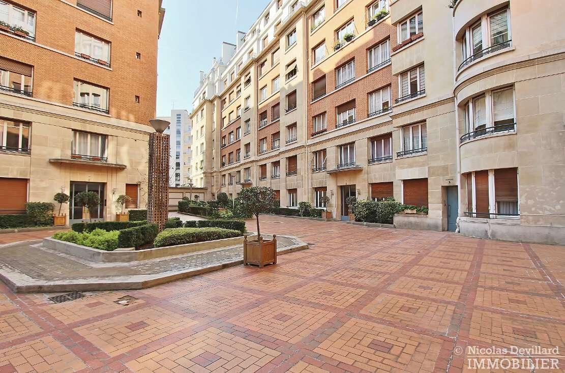 Porte-MaillotEtoile-–-Dernier-étage-calme-et-soleil-–-75116-Paris-22