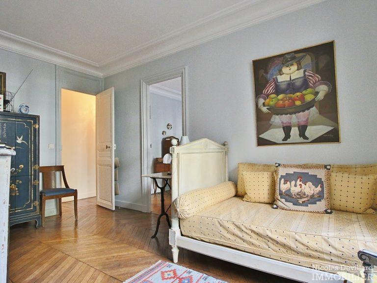 Rond-Point-des-Champs-Elysées-–-Calme-et-charme-en-plein-centre-75008-Paris-13