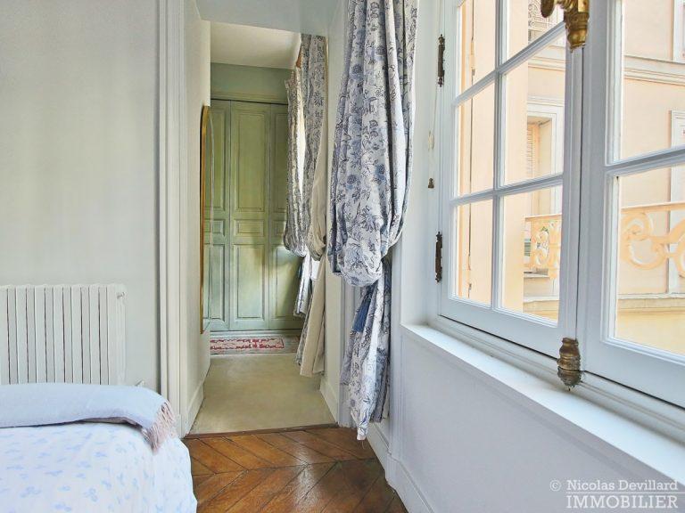 Rond-Point-des-Champs-Elysées-–-Calme-et-charme-en-plein-centre-75008-Paris-18