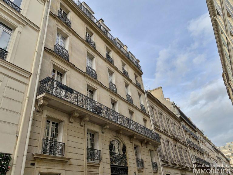 Rond-Point-des-Champs-Elysées-–-Calme-et-charme-en-plein-centre-75008-Paris-2
