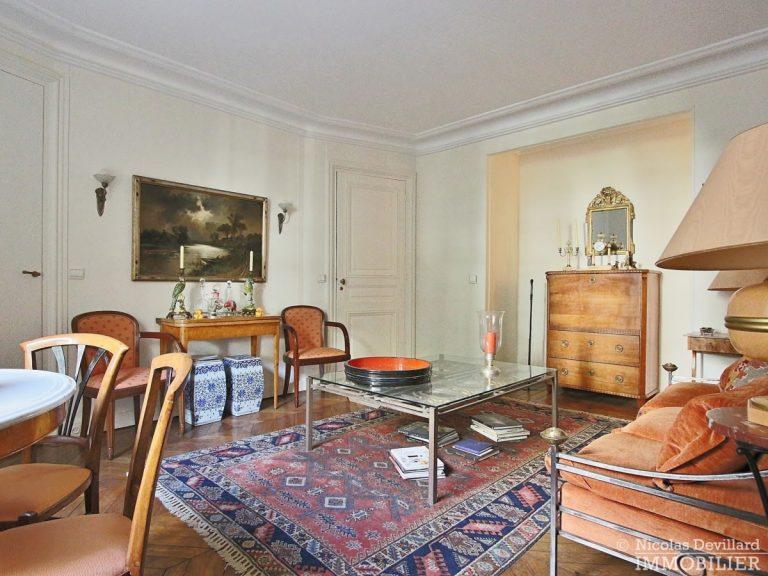 Rond-Point-des-Champs-Elysées-–-Calme-et-charme-en-plein-centre-75008-Paris-25