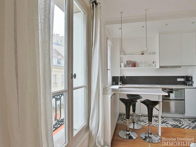 Saint-Germain-des-Prés-–-Jolie-vue-ensoleillé-et-rénové-–-75006-Paris-24