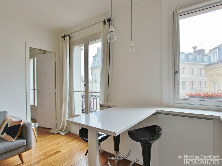 Saint-Germain-des-Prés-–-Jolie-vue-ensoleillé-et-rénové-–-75006-Paris-9