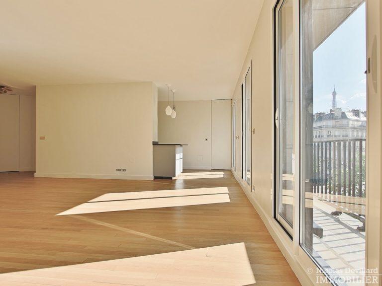 Triangle-d'OrGeorge-V-–-Luxueux-pied-à-terre-face-au-palace-–-75008-Paris-15