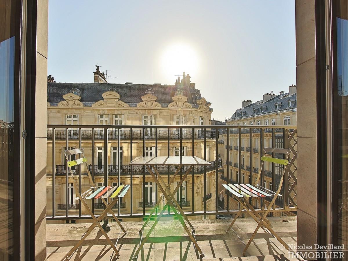 Triangle-d'OrGeorge-V-–-Rénové-plein-soleil-et-balcon-–-75008-Paris-14