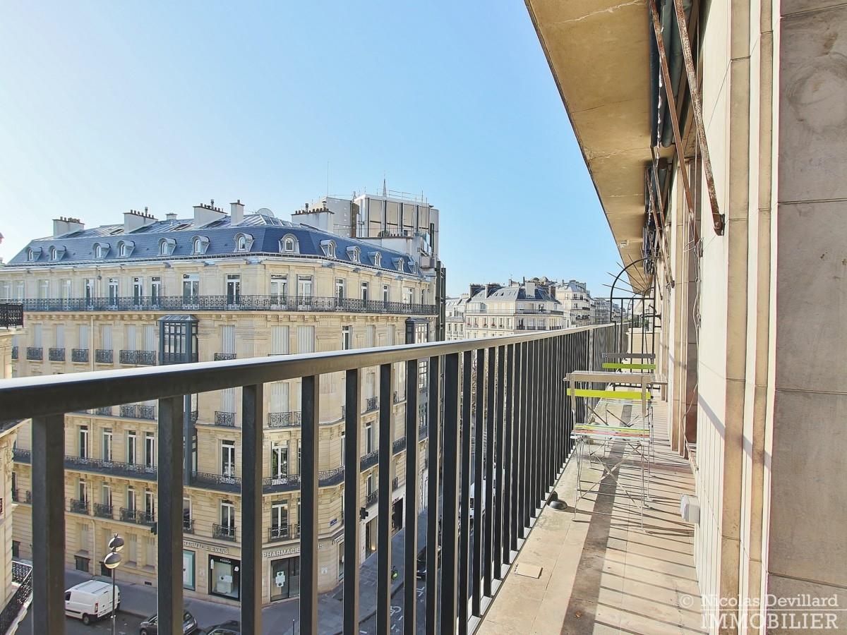 Triangle-d'OrGeorge-V-–-Rénové-plein-soleil-et-balcon-–-75008-Paris-15