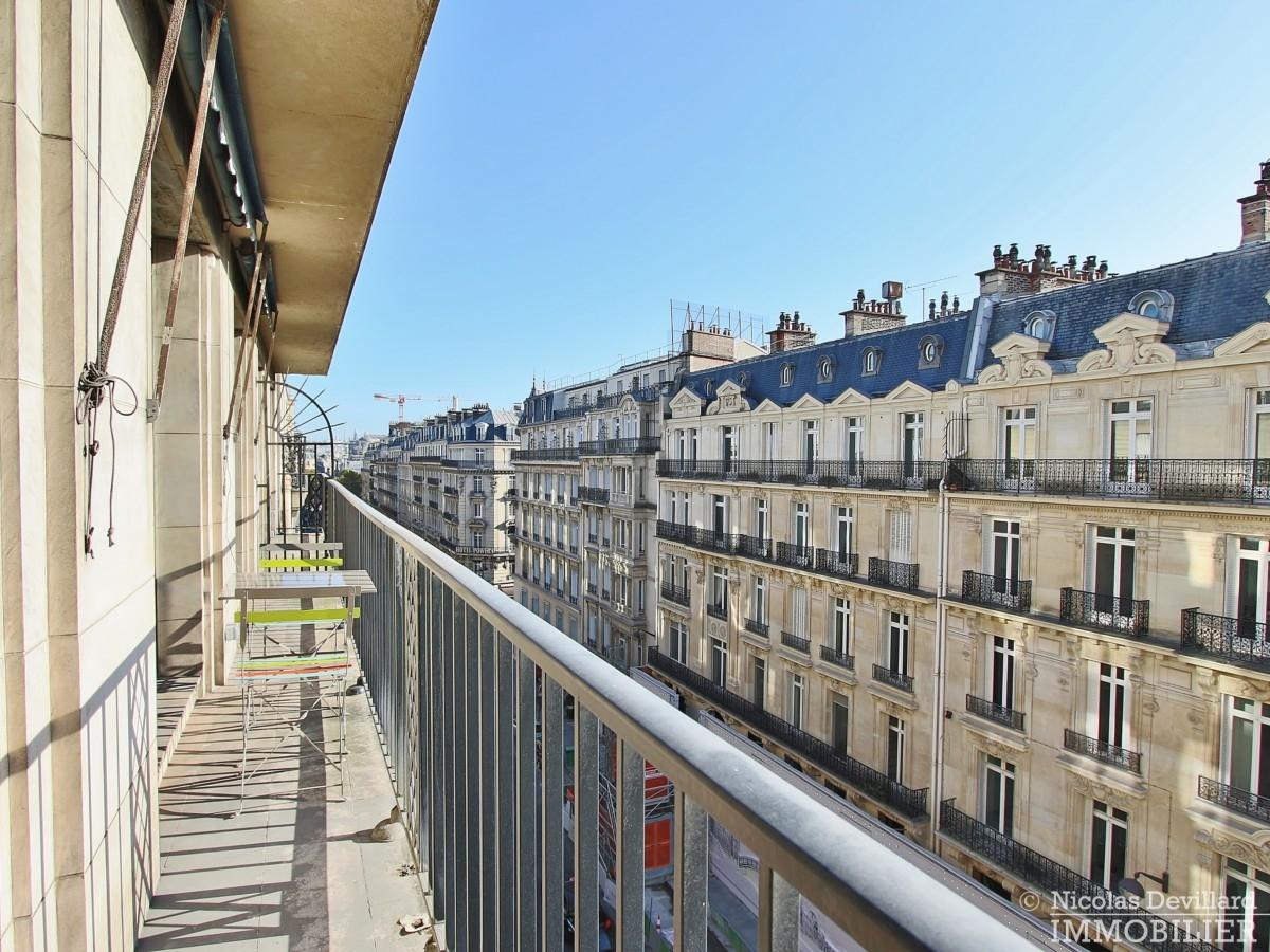 Triangle-d'OrGeorge-V-–-Rénové-plein-soleil-et-balcon-–-75008-Paris-23
