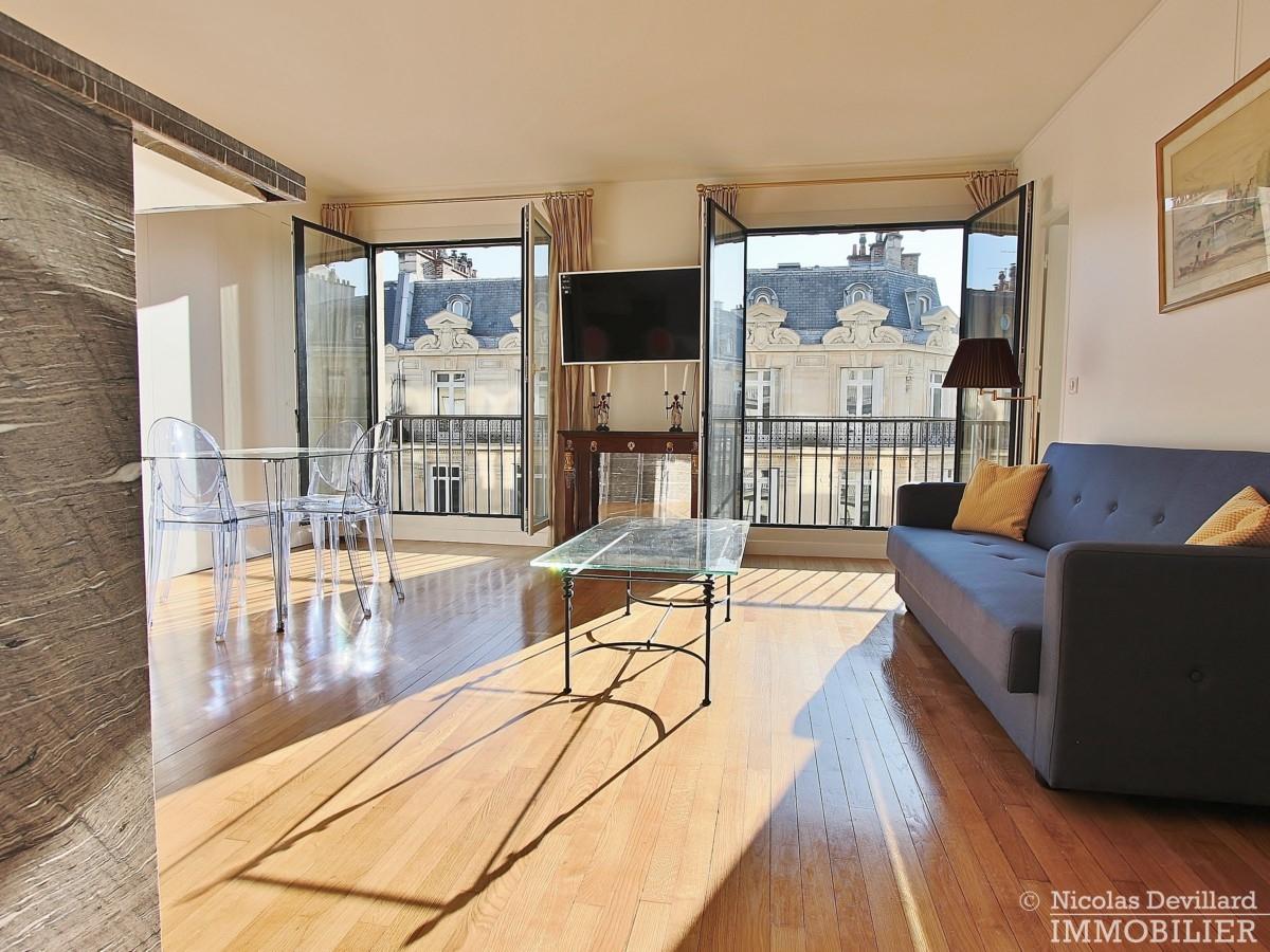 Triangle-d'OrGeorge-V-–-Rénové-plein-soleil-et-balcon-–-75008-Paris-40