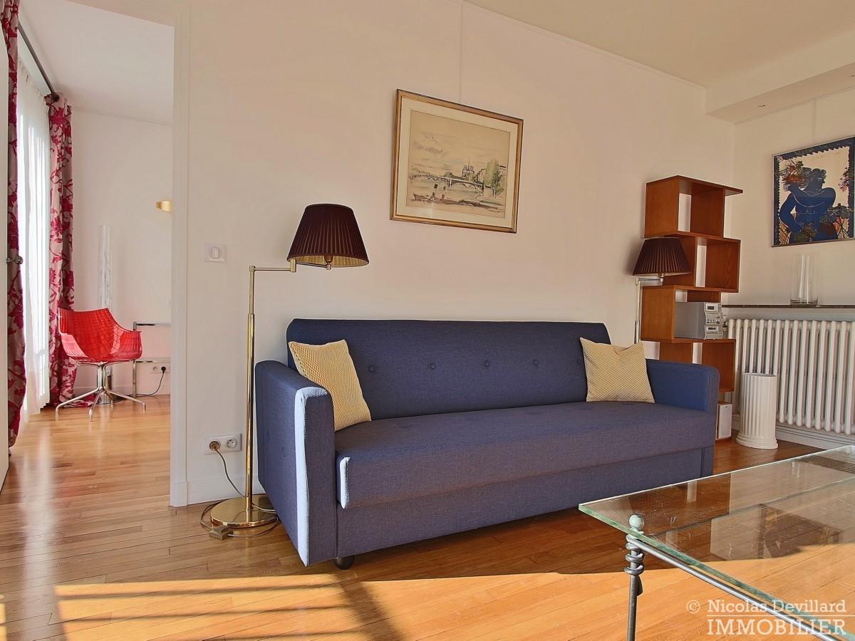 Triangle-d'OrGeorge-V-–-Rénové-plein-soleil-et-balcon-–-75008-Paris-44
