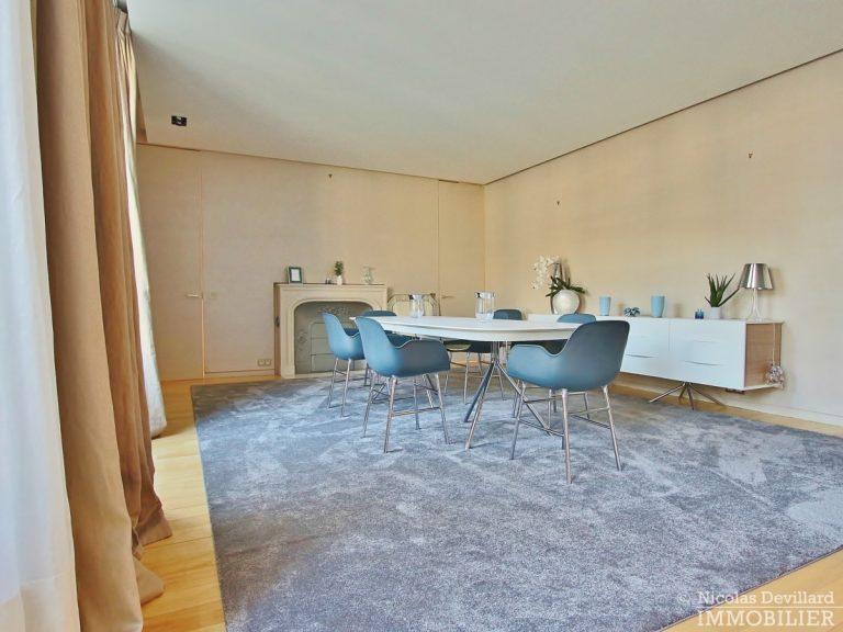 Triangle-d'OrMontaigne-–-Luxueux-duplex-au-dernier-étage-–-75008-Paris-11