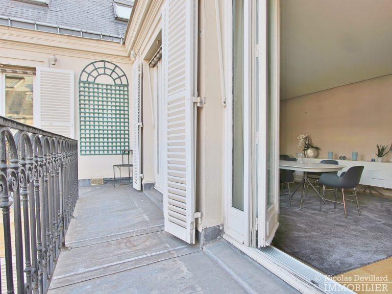 Triangle-d'OrMontaigne-–-Luxueux-duplex-au-dernier-étage-–-75008-Paris-13