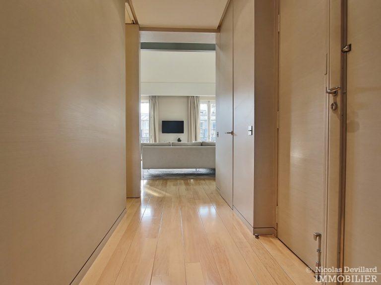 Triangle-d'OrMontaigne-–-Luxueux-duplex-au-dernier-étage-–-75008-Paris-14