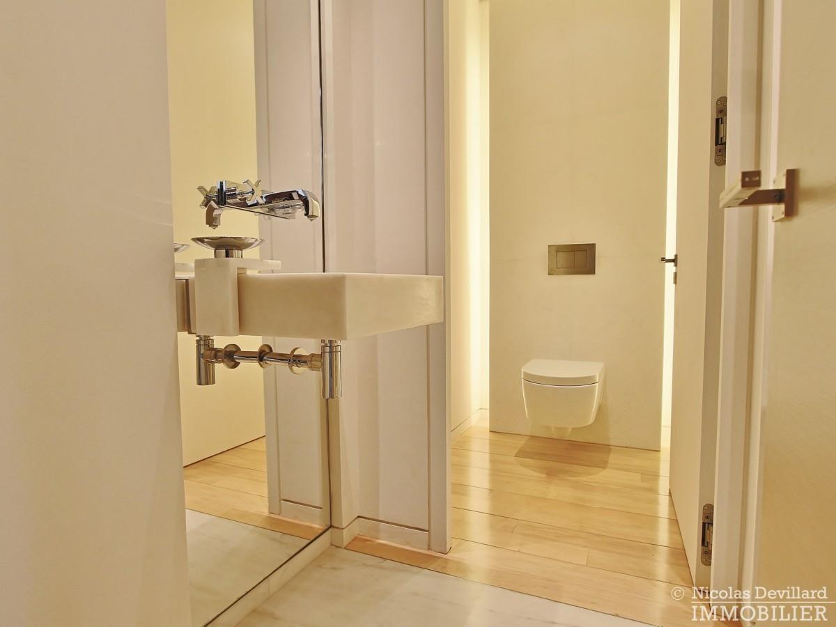 Triangle-d'OrMontaigne-–-Luxueux-duplex-au-dernier-étage-–-75008-Paris-15
