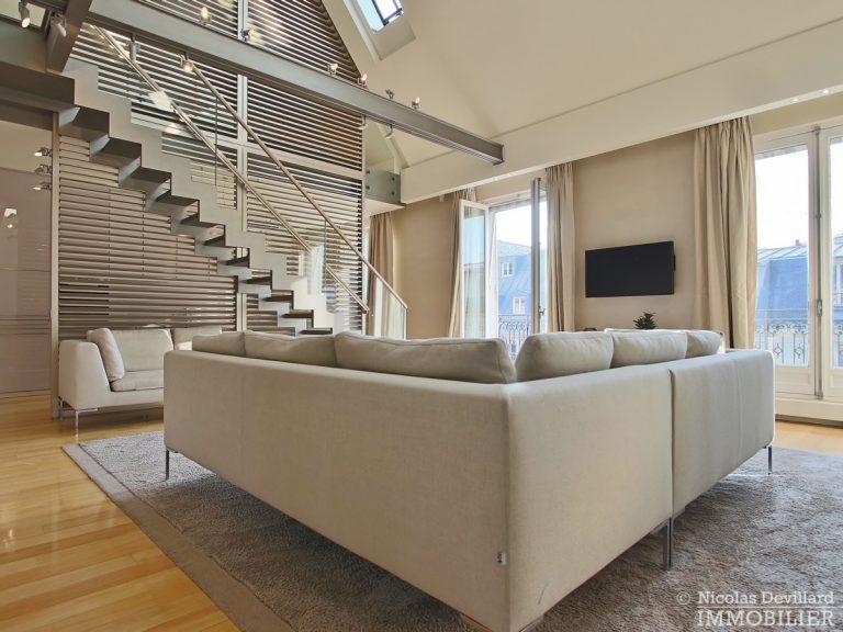 Triangle-d'OrMontaigne-–-Luxueux-duplex-au-dernier-étage-–-75008-Paris-16