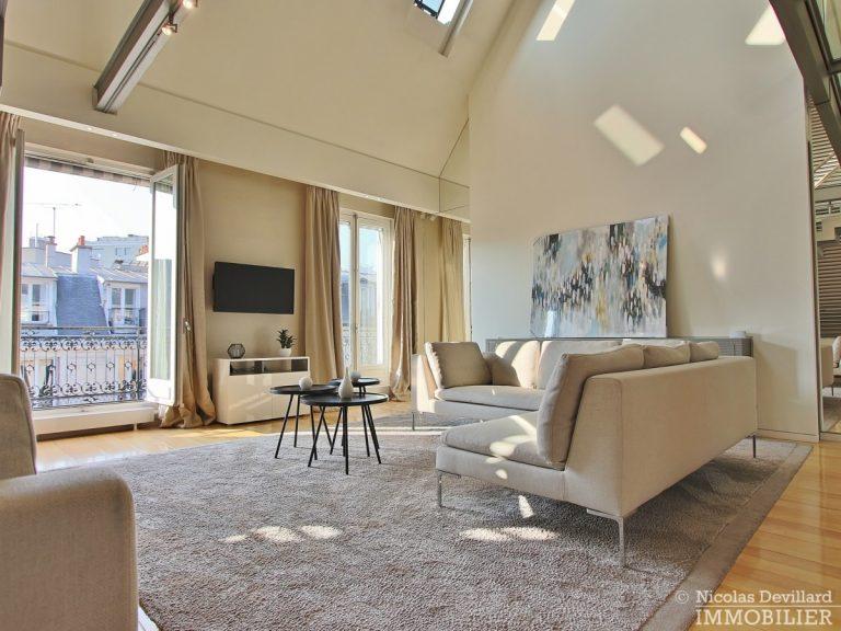 Triangle-d'OrMontaigne-–-Luxueux-duplex-au-dernier-étage-–-75008-Paris-17