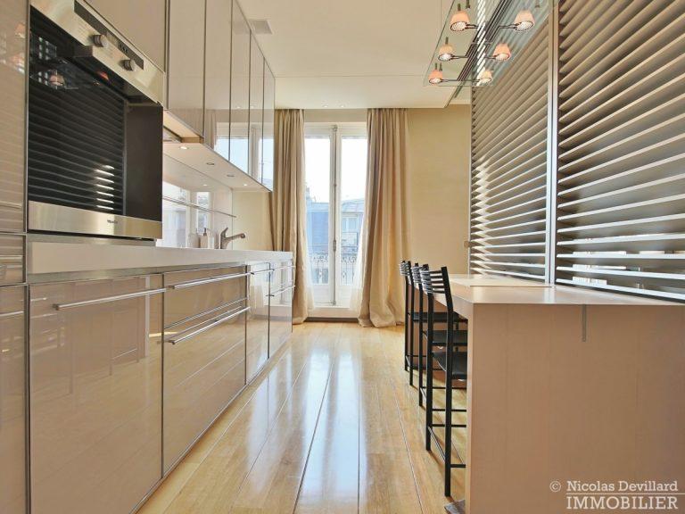 Triangle-d'OrMontaigne-–-Luxueux-duplex-au-dernier-étage-–-75008-Paris-20