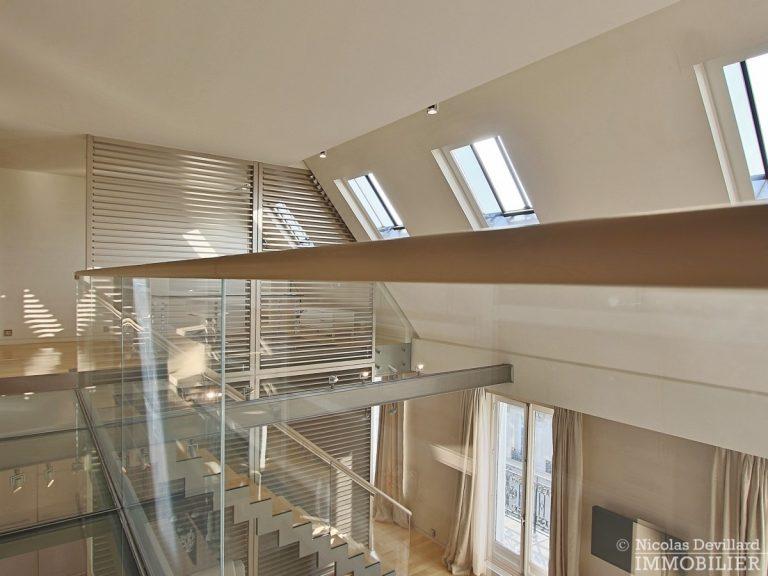 Triangle-d'OrMontaigne-–-Luxueux-duplex-au-dernier-étage-–-75008-Paris-22