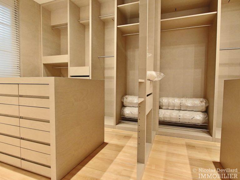 Triangle-d'OrMontaigne-–-Luxueux-duplex-au-dernier-étage-–-75008-Paris-28
