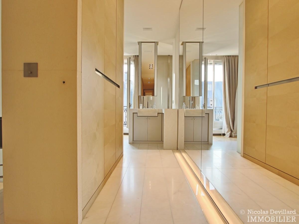 Triangle-d'OrMontaigne-–-Luxueux-duplex-au-dernier-étage-–-75008-Paris-30