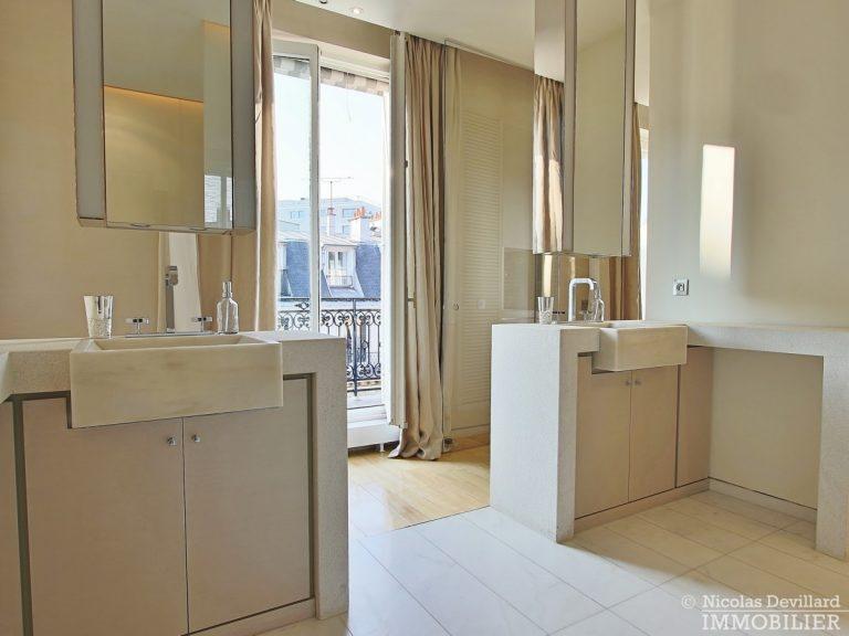 Triangle-d'OrMontaigne-–-Luxueux-duplex-au-dernier-étage-–-75008-Paris-32