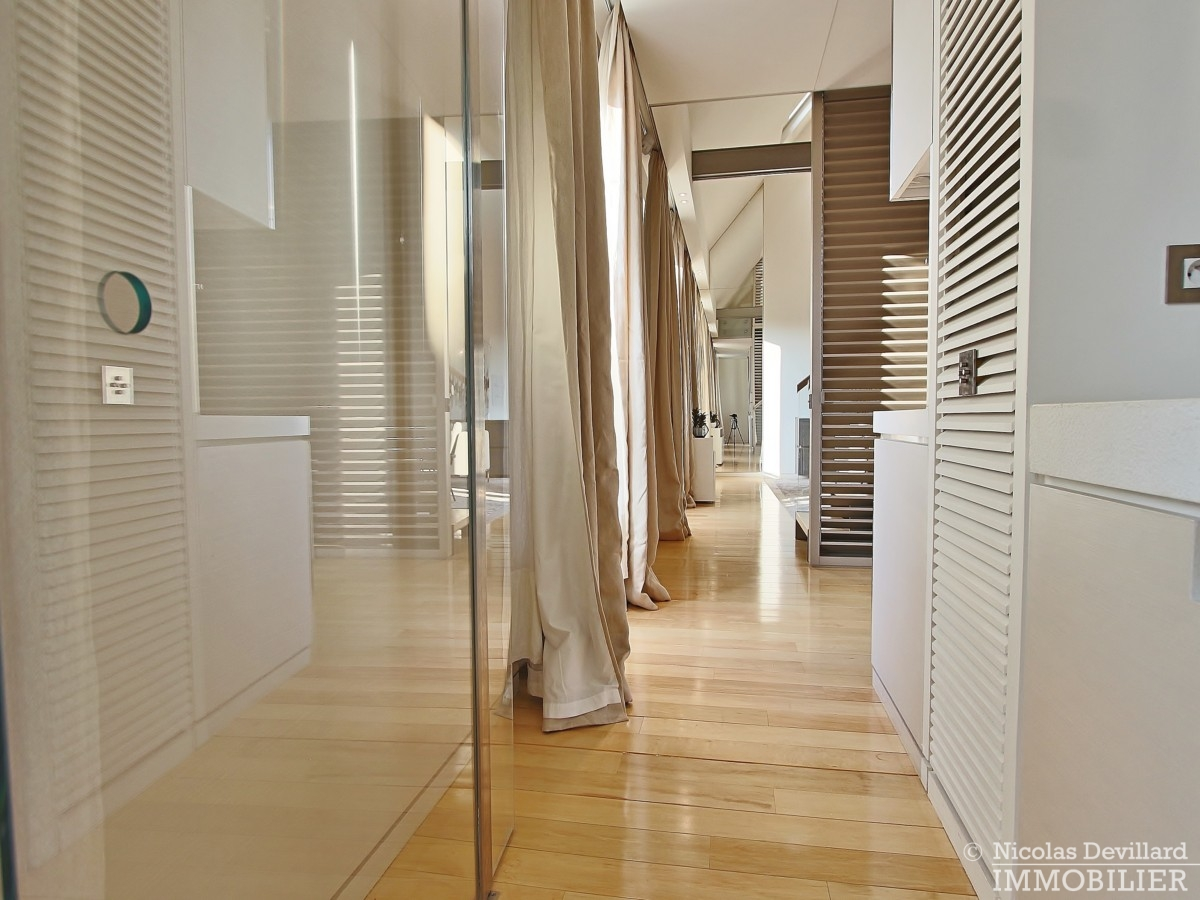 Triangle-d'OrMontaigne-–-Luxueux-duplex-au-dernier-étage-–-75008-Paris-33