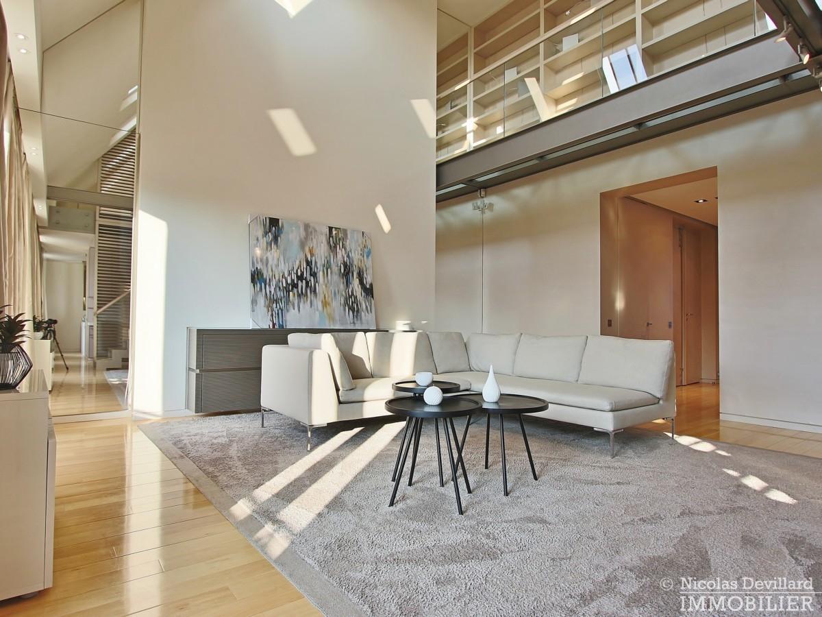 Triangle-d'OrMontaigne-–-Luxueux-duplex-au-dernier-étage-–-75008-Paris-34