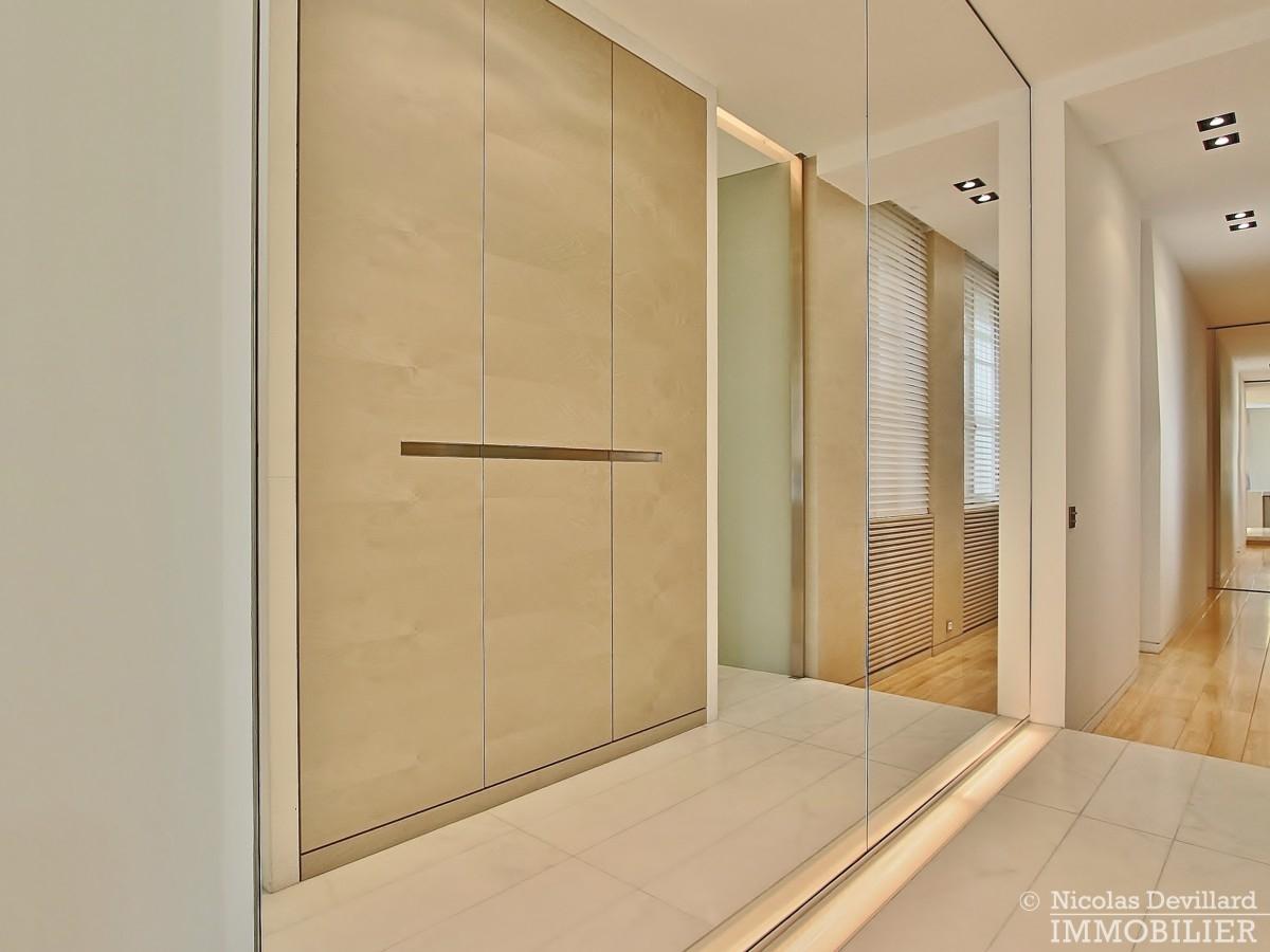 Triangle-d'OrMontaigne-–-Luxueux-duplex-au-dernier-étage-–-75008-Paris-5