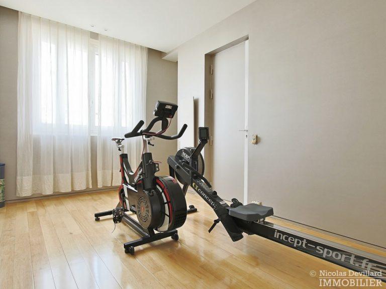Triangle-d'OrMontaigne-–-Luxueux-duplex-au-dernier-étage-–-75008-Paris-9